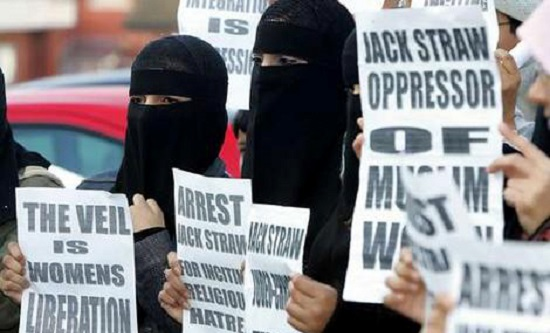Women in veils protest against Jack Straw