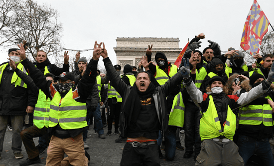 Gilets jaunes protest in France in solidarity with students persecuted by the police