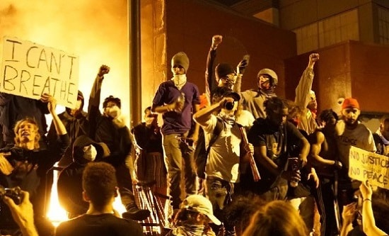 Protesters in front of the burning Minneapolis 3rd Precinct Police Station (photo: Unicorn Media)